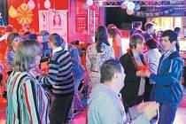 Krnovský Domov Harmonie obývají klienti s různými handicapy. Událostí je pro ně Květinový bál v krnovském klubu Kofola, protože je to pro ně příležitost setkat se se svými krnovskými i mimokrnovskými přáteli.