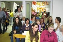 Odpor ke změně zřizovatele školy z města na kraj vyvolal vášně nejen v pedagogickém sboru školy na Petrinu, ale i mezi jeho studenty a jejich rodiči.