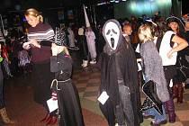 Halloween v krnovském klubu Kofola oslavily děti ze Základní školy na Janáčkově náměstí.