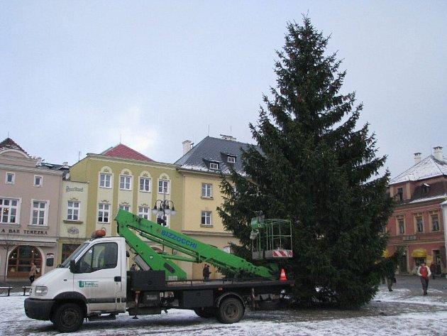 Vánočního strom na bruntálském náměstí.