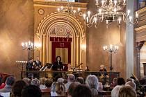 Janáčkův Máj v krnovské synagoze zaplněné do posledního místa představil sopranistku Irenu Troupovou a soubor Collegium Musicum Brno. A také neznámé skladby židovských autorů z období baroka.