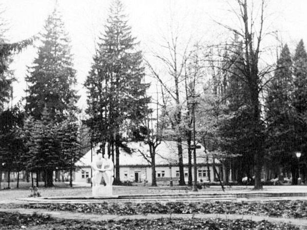 Historická fotografie bruntálského městského parku isRoštím.