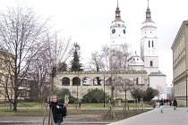Věže kostela svatého Martina pozná každý Krnovák, ale jen hrstka vyvolených je viděla také zevnitř. Už v srpnu budou věže zpřístupněny, včetně vyhlídkového ochozu a bytu věžníka, který je raritou tohoto kostela.