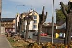 Zeleň v Soukenické ulici v Krnově právě prochází radikální změnou.