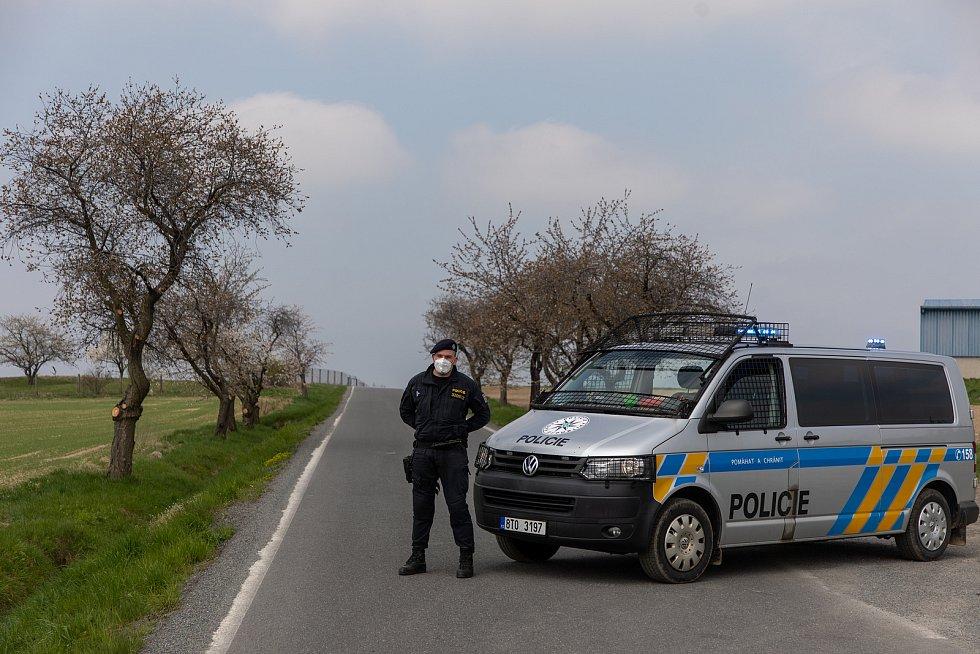 V obci Sosnová byla nalezena nevybuchlá letecká puma z období druhé světové války. Nález si vyžádal uzavření a evakuaci obce, 1. května 2021.