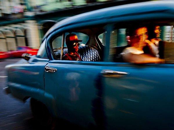 Snímek Romana Vondrouše zcyklu Havana Cars, za který jeho autor získal ocenění.