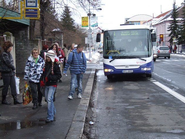 I z této zastávky mohou zájemci už v neděli vycestovat do Vysokého Mýta, Hradce Králové nebo do Prahy.