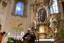 Koncert Štěpána Raka v Cvilínském kostele Panny Marie Sedmibolestné v roce 2017 uzavřel v sobotu 2. září festival Setkání s duchovní hudbou.