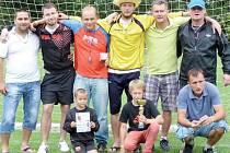 Vítězství v tradičním turnaji mužů Letní bodlo 2013 v malé kopané si odvezli fotbalisté Autoservisu Jirásko.