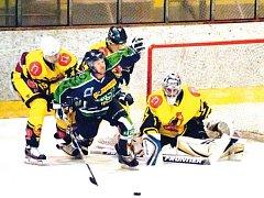 Hokejisté Horního Benešova nevyužili výhody domácího prostředí a podlehli v prvním semifinále Uničovu 2:3. Ve středu pojedou na led soupeře bojovat o prodloužení série.