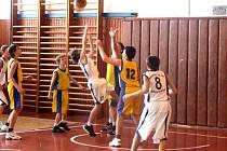 Mladí basketbalisté BK Krnov sice v prvním utkání udolali Karvinou svou aktivní hrou a nasazením, v odvětě však selhali.