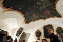 Třináct let pracovali restaurátoři na záchraně vzácných rokokových fresek v krnovském kostele Narození Panny Marie, který je součástí kláštera minoritů.