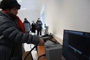 Virtuální svařování na simulátoru zvládaly i dámy na první pokus s výsledky nad 65 procent.