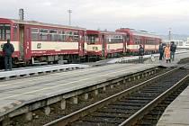 Dva vlaky se srazily na krnovském nádraží 13. listopadu 2009, kdy osobní vlak při posunu sroloval odstavené vagony.