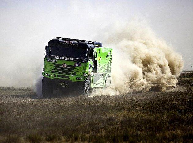 Bruntálský závodní tým zkoušel v Rusku především motor, po ulomení levého předního kola ale pro závod pro soutěžní zelenou Tatru ve čtvrté etapě skončil.