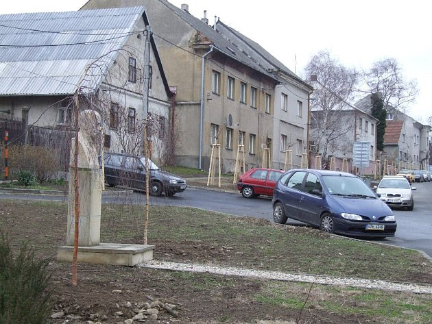 Masarykova busta i nová zeleň se stávají ozdobou Horního Benešova, práce skončí na konci listopadu.