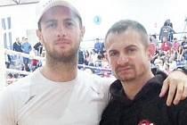Borce z Krnova připravoval bývalý zkušený reprezentant v thaiboxu Jozef Pröshl (vpravo).