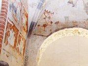 Svatý Benedikt v Krnově-Kostelci slouží nejen věřícím, ale díky románským freskám a revitalizaci v roce 2012 také cestovnímu ruchu.