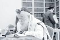 Krnovská synagoga v pátek 1. dubna v 17 hodin pořádá vernisáž výstavy fotografií Jindřicha Buxbauma z cyklů Chasidé v Mikulově a Židé v Londýně.