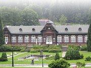 Karlova Studánka. Půvabné lázně s nezaměnitelnou architekturou uprostřed přírody.