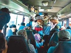 Lokálními autobusy se Michaela přepravuje v Jižním Vietnamu.