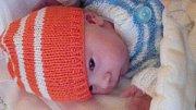 Jmenuji se ONDŘEJ DLUGO, narodil jsem se 27. října, při narození jsem vážil 3090 gramů a měřil 47 centimetrů. Moje maminka se jmenuje Nikol Kývalová a můj tatínek se jmenuje Ondřej Dlugoš.