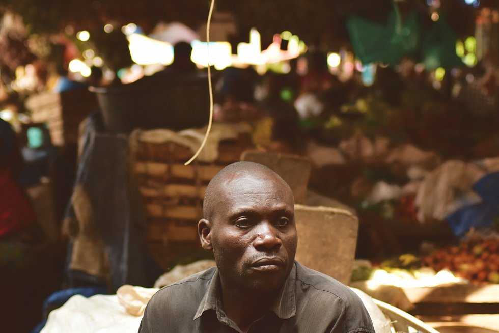 Nakupování na trhu v Ugandě si zamilovala cestovatelka Michaela Kosařová z Krnova. Produkty zemědělců z Ugandy a Tanzánie nabídnou také Africké trhy, které se konají 23.8. na krnovském náměstí.