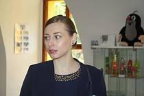 Iveta Johančíková vystavila na zámku v Linhartovech svou celoživotní sbírku předmětů spojených s kresleným krtkem Zdeňka Milera.