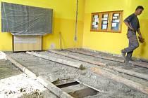 Škola a školka Slezské diakonie v Krnově prochází rekonstrukcí a také ostatní krnovské školy a školky jsou o prázdninách plné řemeslníků.