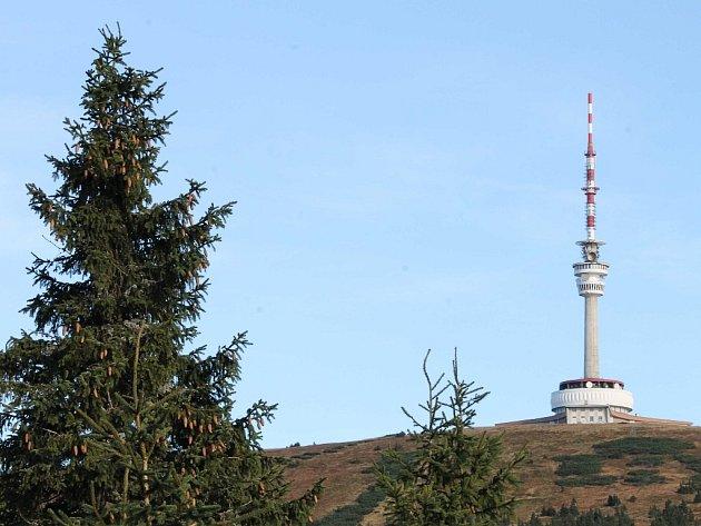 Budova vysílače Českých Radiokomunikací poskytuje nejen výhled na Jeseníky, hotelové a restaurační služby. Poskytuje vysílání tří digitálních multiplexů a osmi rozhlasových stanic.