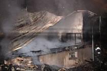 Jen málo využíval majitel rekreační objekt v Malé Morávce v době, když mu ho celý pohltily plameny. S objektem se může rozloučit, chata lehla při požáru v noci na čtvrtek 4. října prakticky popelem.