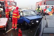 Dvě jednotky hasičů zasahovaly ve středu odpoledne v Miloticích nad Opavou u nehody tří osobních automobilů, která si vyžádala čtyři zraněné osoby.