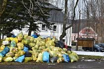 Při výletu s pytlem do přírody v Holčovicích nezapomínejte na třídění odpadu.
