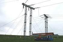 Vedení elektřiny museli energetici po loňské prosincové havárii opravit, trvalo jim to pro dosti náročný průběh několik týdnů.