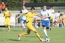 Fotbalisté FK Krnov si v prvním domácím utkání nového ročníku krajského přeboru smlsli na Českém Těšíně. Dvě branky vstřelil navrátilec Marcel Cudrák (ve žlutém).