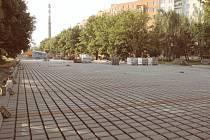 Parkoviště na Sídlišti pod Cvilínem bude hotovo již říjnu. Celkem se vytvoří čtyřiaosmdesát nových parkovacích míst.