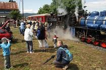 Osoblažka začíná novou sezonu 8. května se dvěma parními lokomotivami. Vlak potáhne černá rumunská Rešica i modrý Malý štokr ze Škodovky.