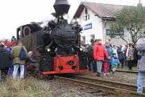 Rok 2004. Do Bohušova na martinské hody poprvé dorazil parní vlak Slezských zemských drah s lokomotivou Rešica. Stala se z toho tradice. Letos 7. listopadu se pojede na hody s párou už pojedenácté.