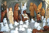 Betlém v Pradědově galerii jeho autor Jiří Halouzka neustále rozšiřuje, přestavuje, vylepšuje a vyřezává nové sochy. Pokaždé je tak betlém pro návštěvníky nějak jiný a zajímavý.