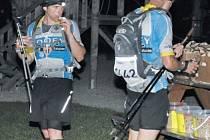 Bratři Ocáskové energii při extrémním závodě doplňovali haldou tatranek a hovězím vývarem.