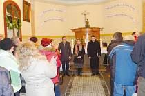 Kaple v Suché Rudné se návštěvníkům otevírá jen několikrát za rok. Sváteční koncert si proto nenechali ujít místní, chalupáři, chataři ani turisté. Lavice byly zaplněné do posledního místa a po koncertě následoval dlouhý potlesk.