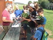 V Úvalně se tento týden hraje hra Logic Adventure, kterou pro místní děti a teenagery zorganizoval starosta Radek Šimek s přáteli. Hráči hledají v obci a okolí skryté nápovědy. Vítěz v sobotu dostane hoverboard.