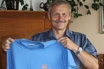 Tričko z televizní soutěže AZ kvíz si Jiří Hons z Vrbna pod Pradědem opravdu zasloužil. Byl pětkrát ve finále – z toho čtyřikrát u bankomatu, po dvou letech vyhrál i grand finále.