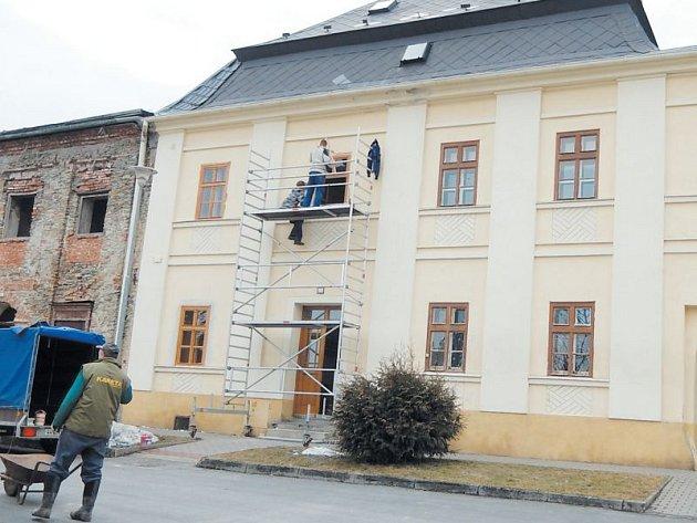 Jeden z památných domů na území města Andělská Hora čeká další etapa rekonstrukce. Dům čp. 199, stojící v sousedství s budovou Městského úřadu, byl zčásti rekonstruován už v loňském roce.