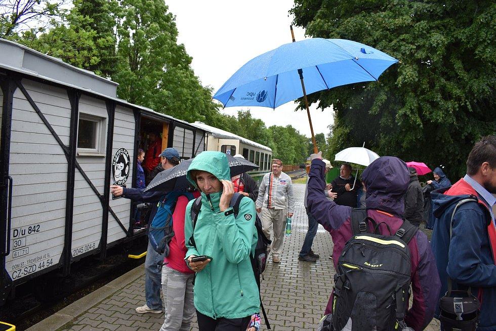 Slavnostní zahájení sezony na Osoblažce poznamenal déšť, koronavirus i porucha parních lokomotiv, červen 2020.