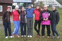 Běžkyně z Gymnázia Bruntál Györgyová, Palupčíková, Sklenářová, Kováčová, Plevjaková, Zajacová a jejich vedoucí Ivo Tichý.