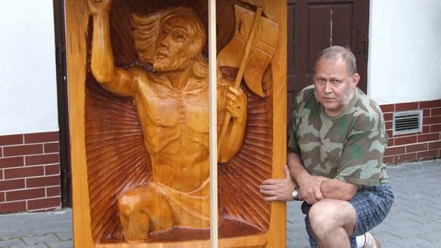 František Nedomlel se svým výtvorem.