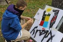 Nešlo o vandalství, ale o výtvarný počin, organizovaný v městském parku Základní školou Okružní v Bruntále. Školáci v pátek 11. října posprejovali kontejner, který do parku přivezli pracovníci Technických služeb.