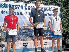 Šestnáctiletý český plavecký reprezentant závodící v barvách Bruntálu Roman Procházka má za sebou úspěšné účinkování na letním republikovém mistrovství v pražském Podolí.