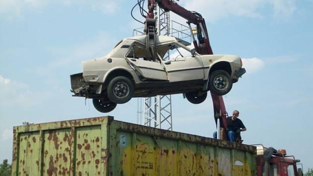 Dražba autovraků je složitá, města na Vysočině raději sahají po specialistech